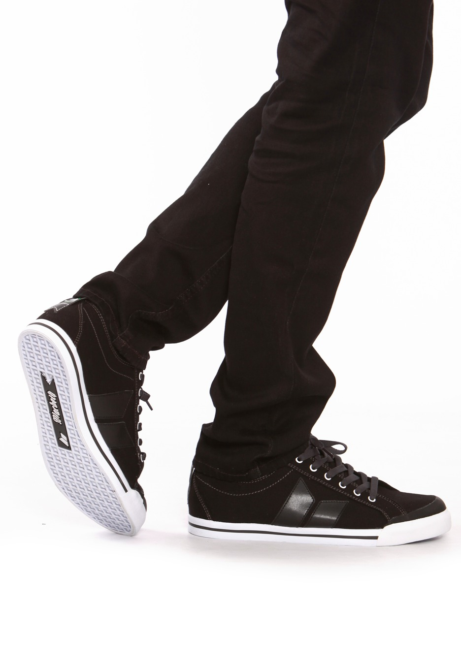 how to turn black shoes white