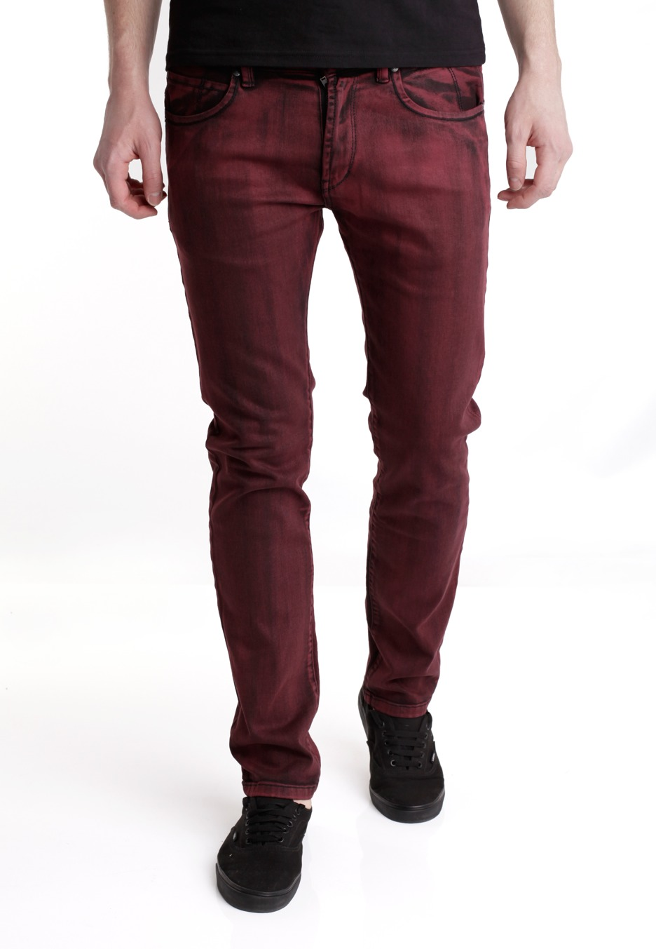 There are numerous ways to rock a pair of red jeans. The choice of footwear however is crucial, so here are several different styles, colors and patterns that will look great with the red jeans. When you wear red, the most powerful of all colors, you have to tone it down a bit with neutral and.